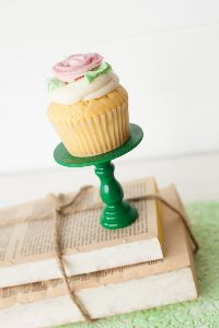Mini Wooden Cupcake Stand - Green