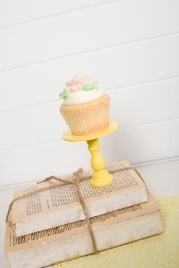 Mini Wooden Cupcake Stand - Yellow