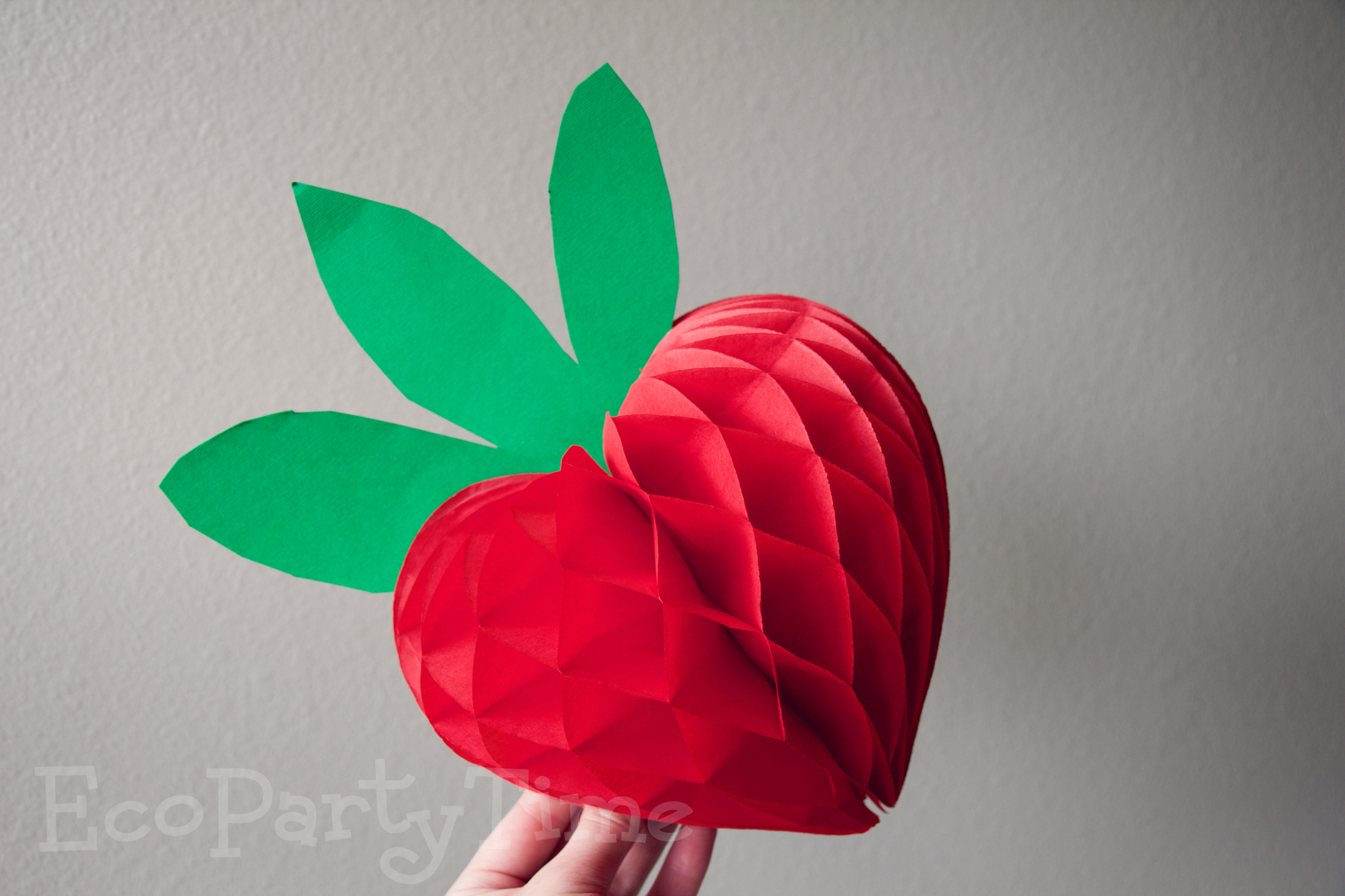 Ecopartytime: Fun Uses for Tissue Fans and Balls