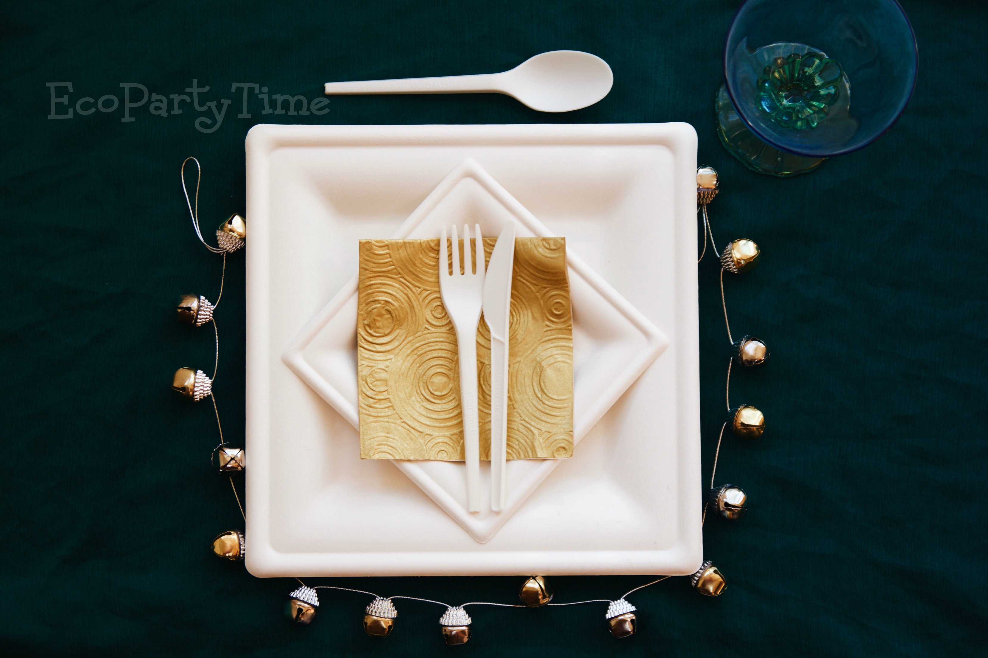 EcoPartyTime: Elegant Emerald Table Setting
