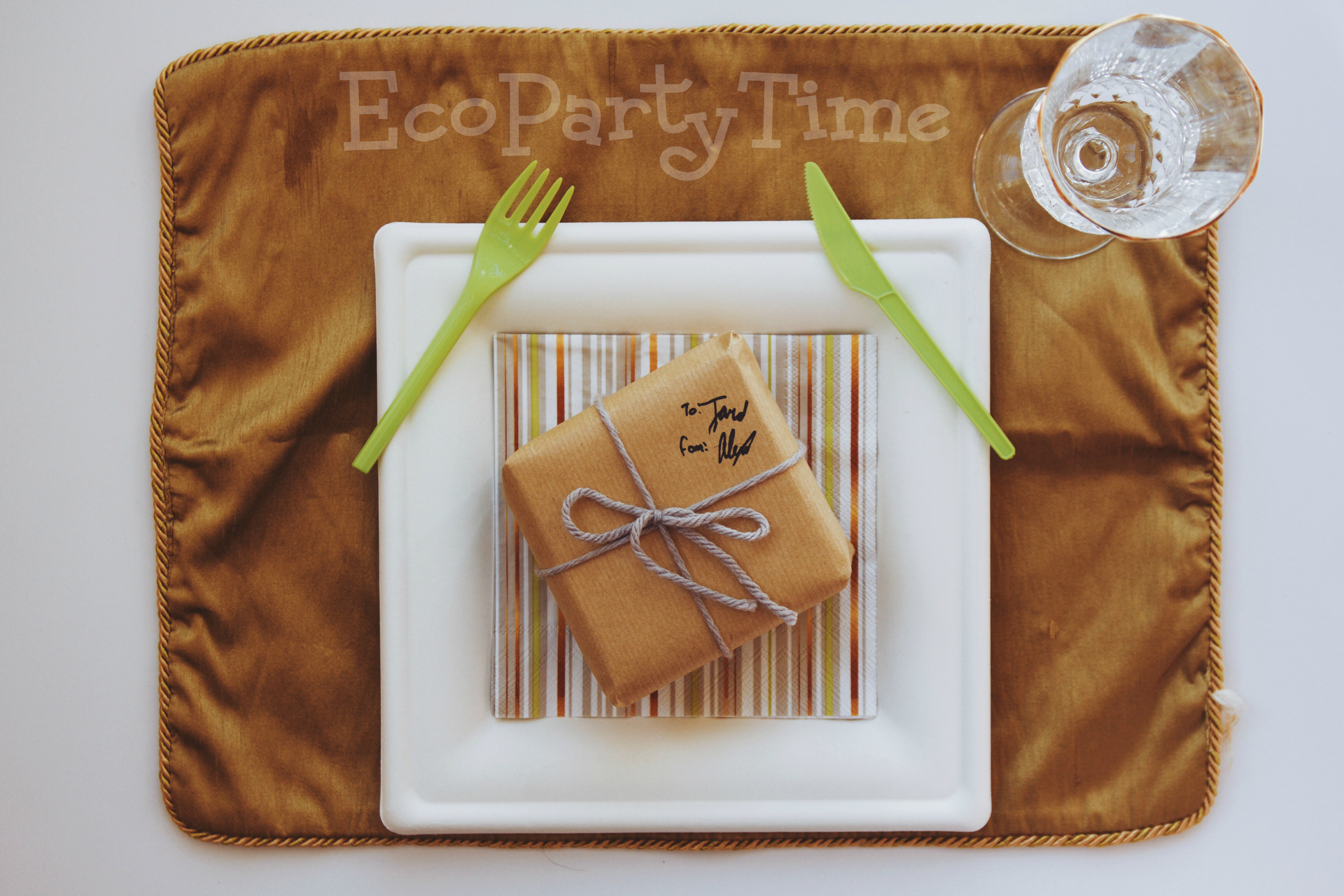 EcoPartyTime: Silver and Gold Place Setting