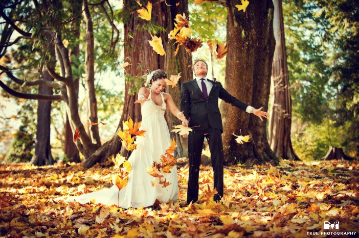 Fall wedding, fall wedding photo ideas, fall wedding photo shoot with leaves
