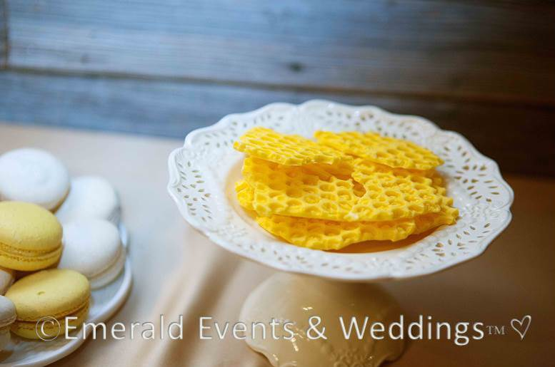 Sweet & Eco-chic Honey Bee Wedding Must-Haves from Ecopartytime -  Honey