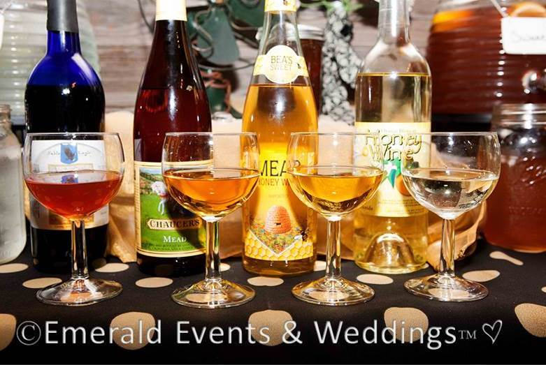 Sweet & Eco-chic Honey Bee Wedding Must-Haves from Ecopartytime -  Mead Drinks